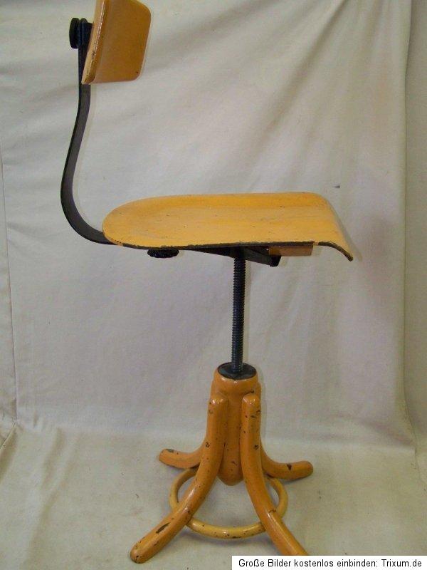 alter holz werkstattstuhl art deco b rostuhl bauhaus. Black Bedroom Furniture Sets. Home Design Ideas