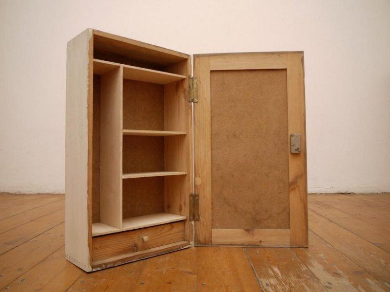 schrank h ngeschrank arztschrank apothekerschrank wei shabby antik holz vintage. Black Bedroom Furniture Sets. Home Design Ideas