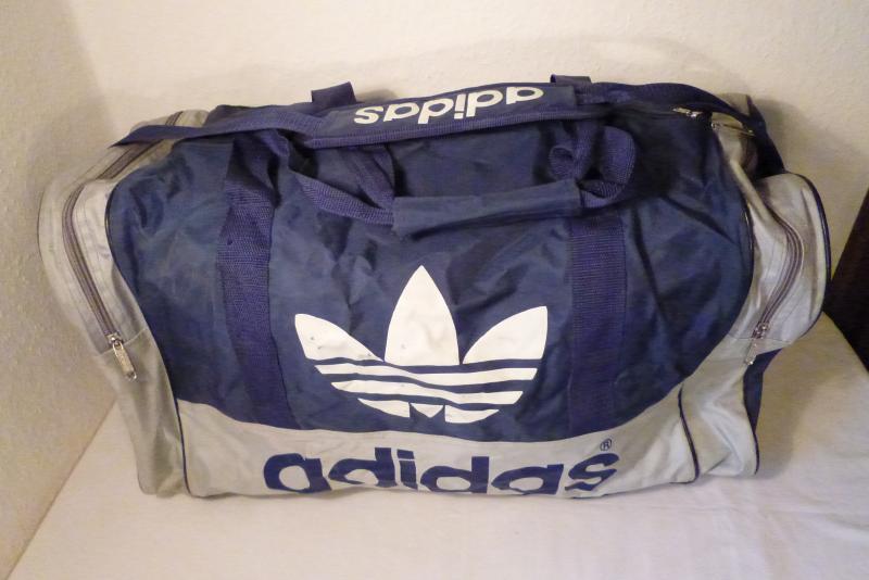 alte gro e adidas tasche sporttasche blau grau retro vintage gebraucht. Black Bedroom Furniture Sets. Home Design Ideas