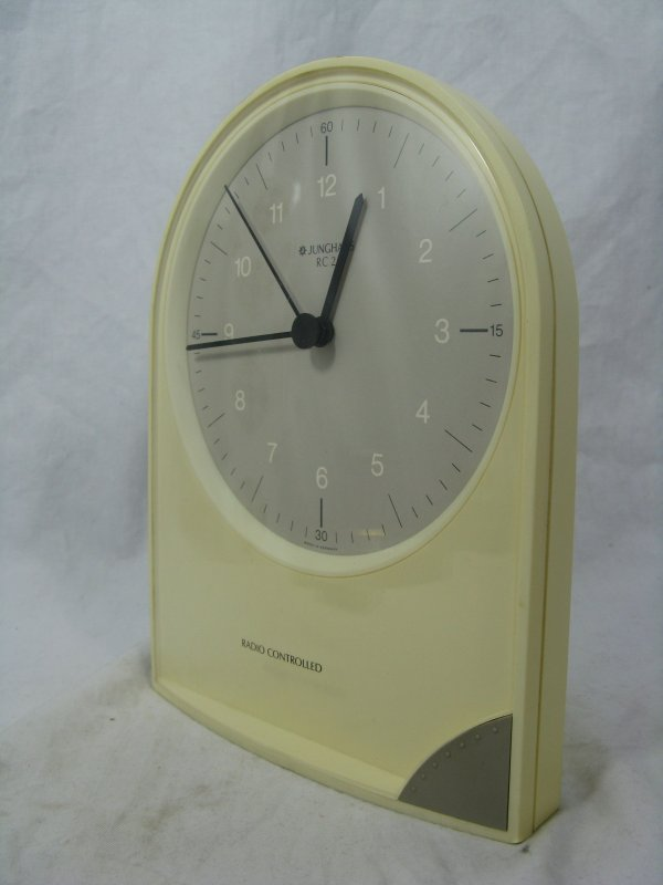 bekannt gute wei e junghans funkuhr rc 2 radio controlled clock working ebay. Black Bedroom Furniture Sets. Home Design Ideas