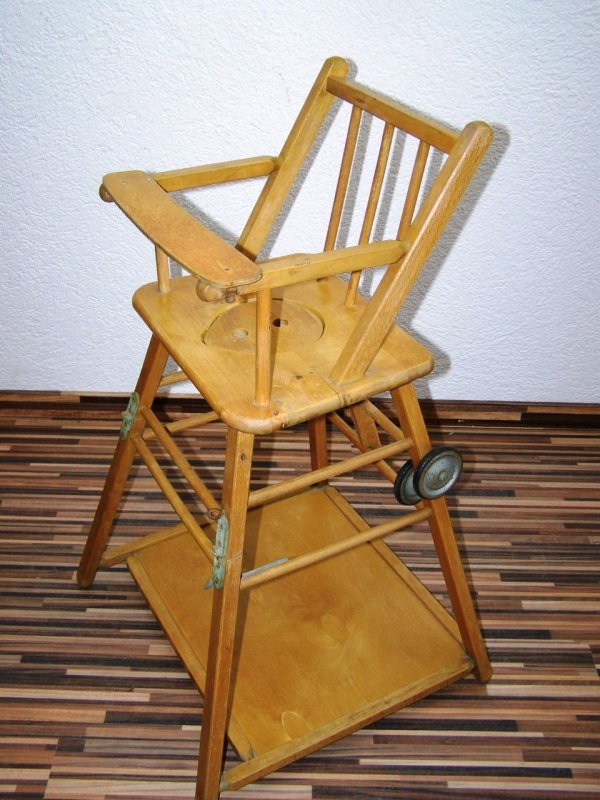 Vecchio seggiolone sedia per bambini legno bambini for Tavolo e sedia bambini