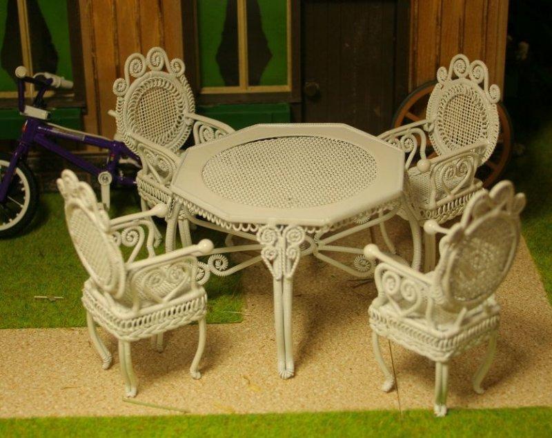 gartenmoebel tisch 4 stuehle gusseisen miniatur 1 12 gartenbahn puppenstube ebay. Black Bedroom Furniture Sets. Home Design Ideas
