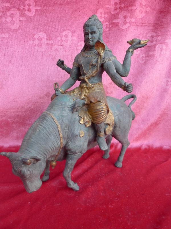 sch ne alte gro e bronze indische gottheit auf stier bronzefigur 33cm 5 9kg essen. Black Bedroom Furniture Sets. Home Design Ideas