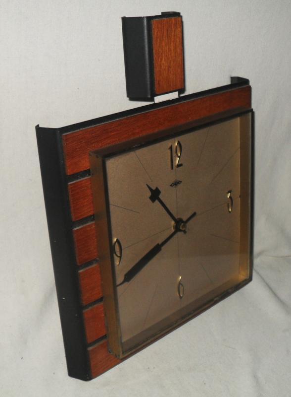 stylische wanduhr mit teak und messing wlh um 1950 60 danish design. Black Bedroom Furniture Sets. Home Design Ideas