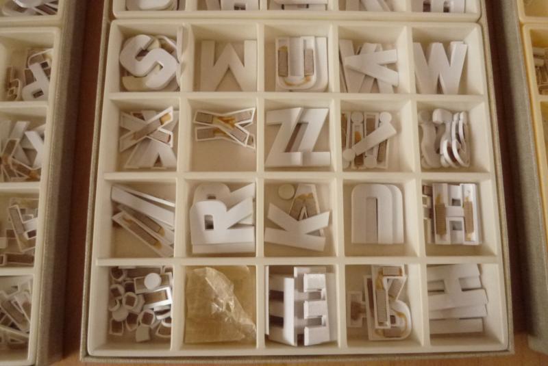 3 k sten alte buchstaben werbung schrift laden schaufenster typoklett haftbuchst ebay. Black Bedroom Furniture Sets. Home Design Ideas