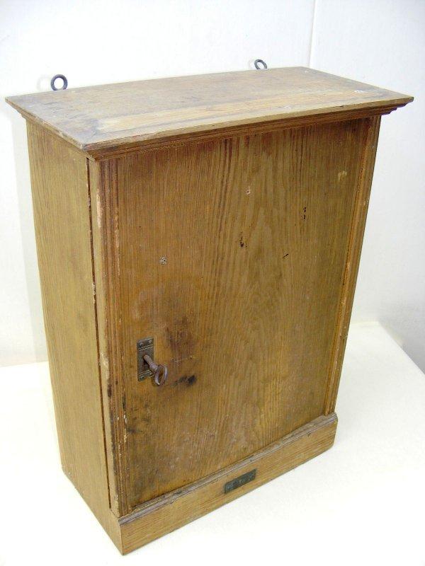 age apothekerschrank armoire en bois armoire pharmacie. Black Bedroom Furniture Sets. Home Design Ideas