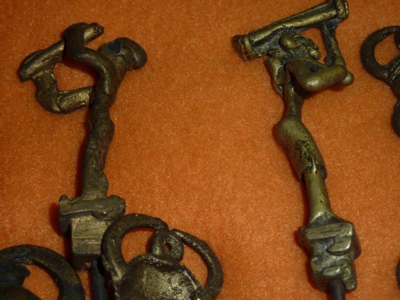 Strang Pulverglasperlen 13x5 mm  Röhren blau//weiß//braun Ghana Ashanti